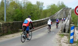 Pont suspendu sur la Dordogne avant Pinsac