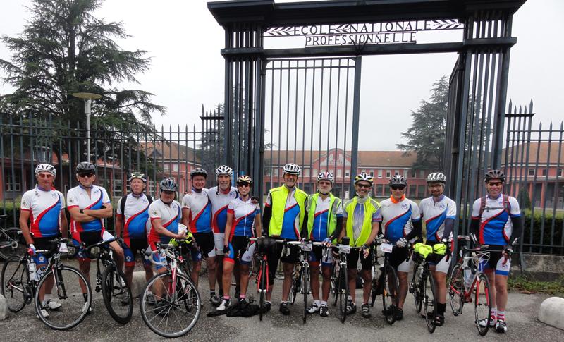 Participants du C.R.Briviste au Brevet des Alpes Cyclotouriste au départ de Vizille le samedi 22 juillet