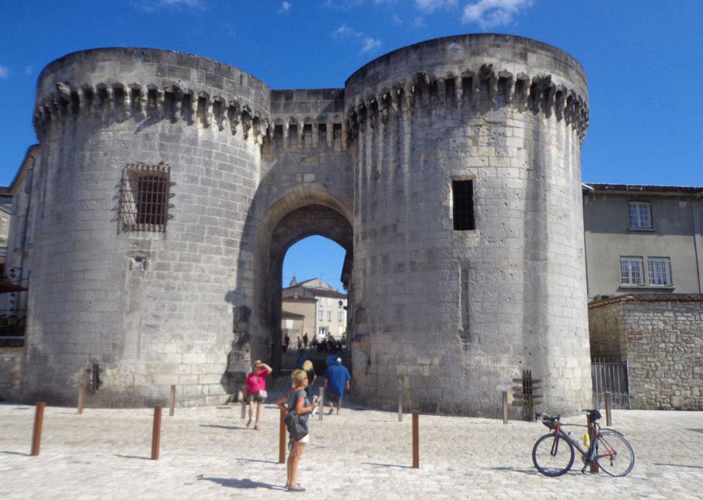 Cognac, porte de la ville sur les quais de la Charente