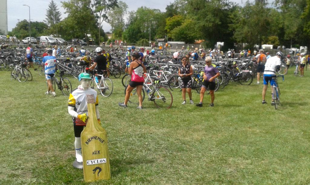 La ville de Jonzac accueillait les cyclos le vendredi