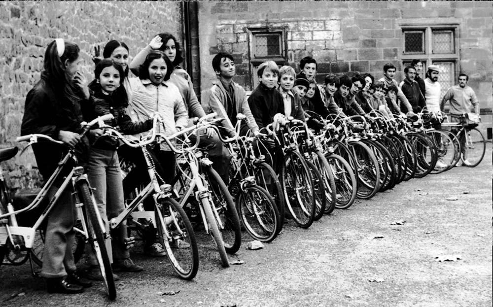 Un groupe de jeunes de la 1re école cyclo