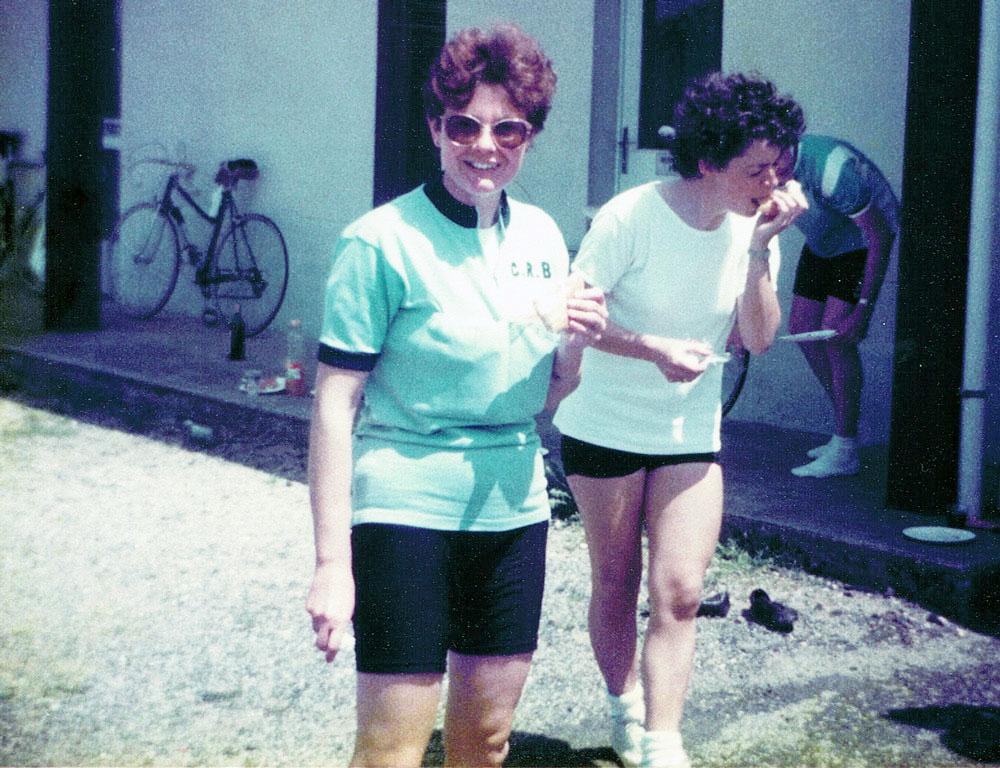 Suzanne Vennat et Anne-Marie Hequet en cours de ravitaillement